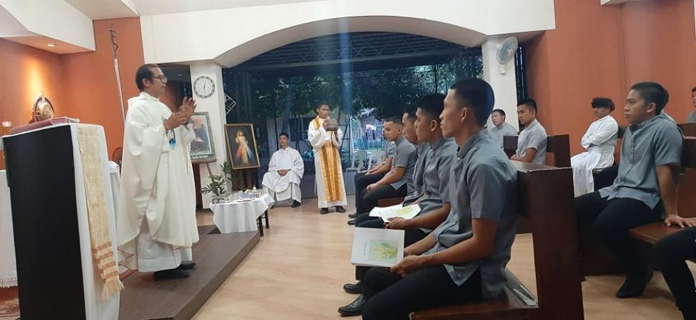 P. Armando, nella sua omelia, ha ricordato ai seminaristi le diverse fasi della formazione.