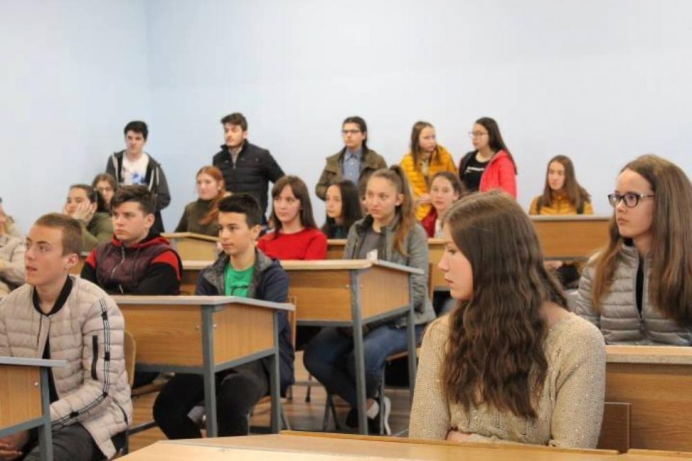 Campagna di promuovere le scuole cattoliche nella Diocesi di Iasi, Romania.